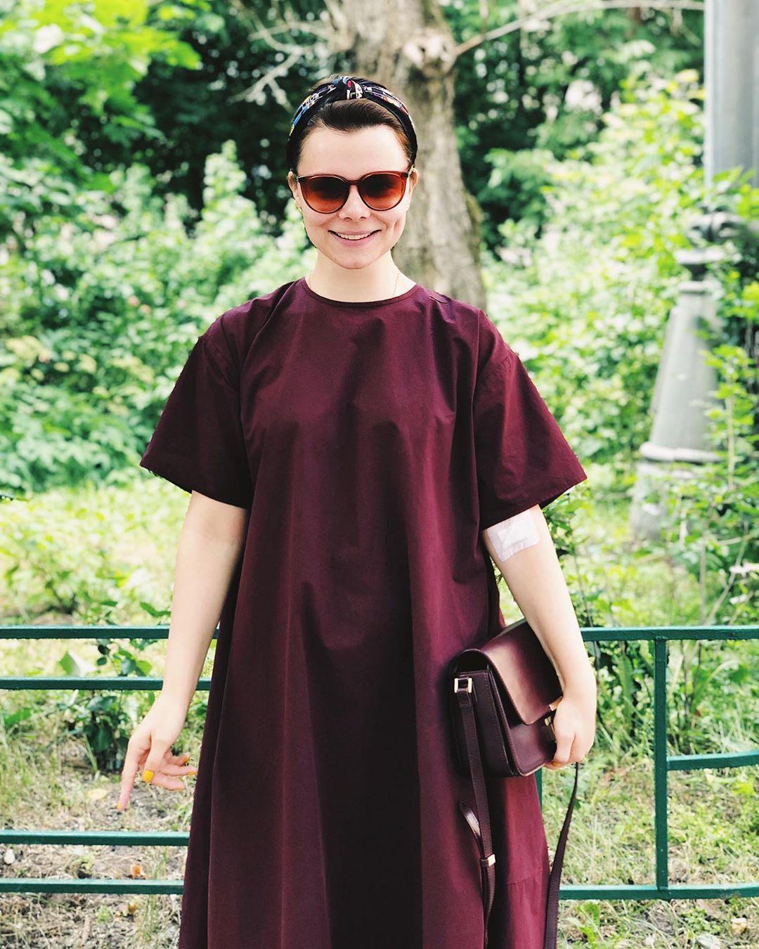 Дорогие хейтеры!Что обсудим сегодня? Платье на три размера больше или заклеенную вену?