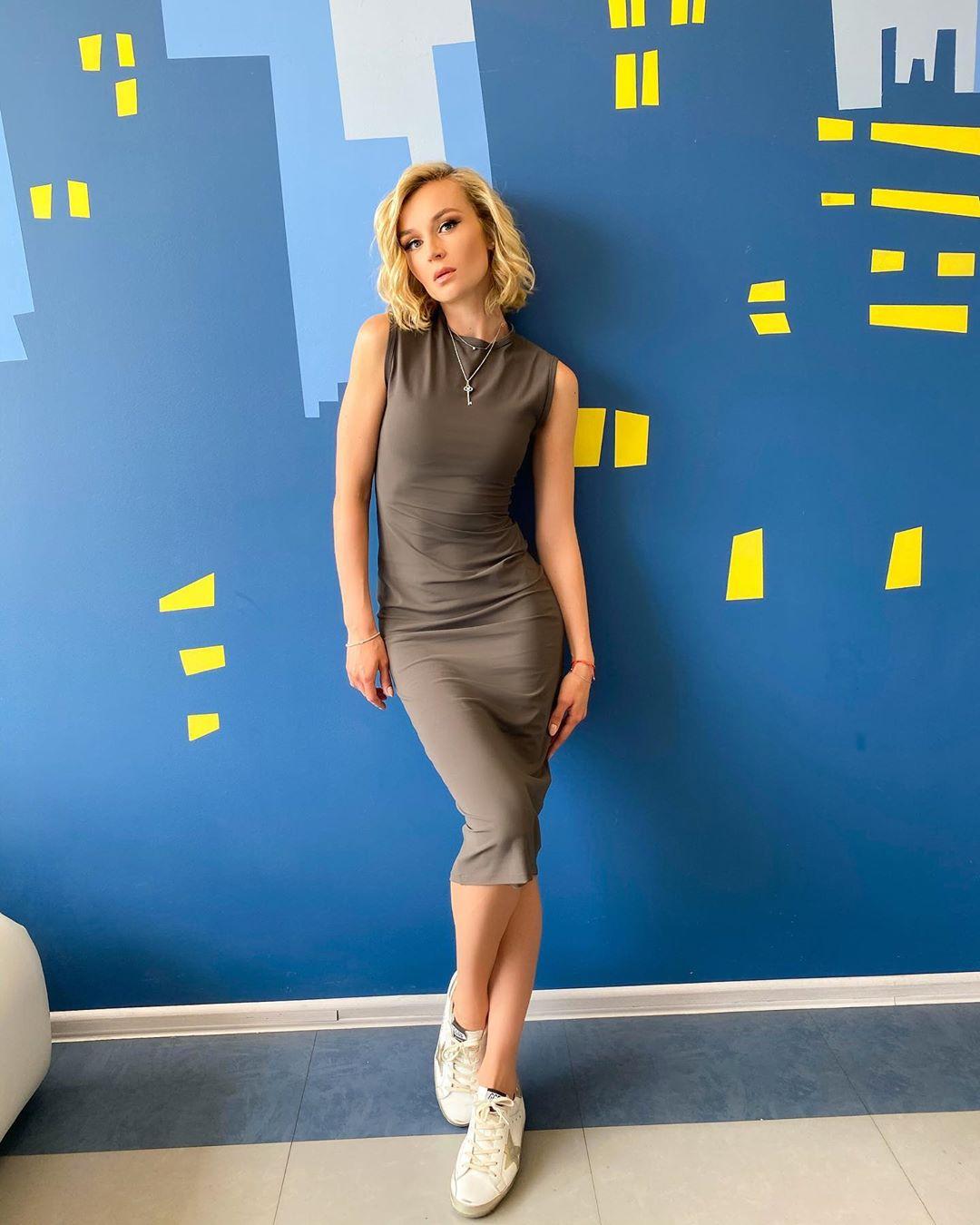 Сегодня чудесный, активный съемочный день Скоро на первом канале! Не пропустите! Платье @terekhovofficial #полинагагарина #гагаринапоехали