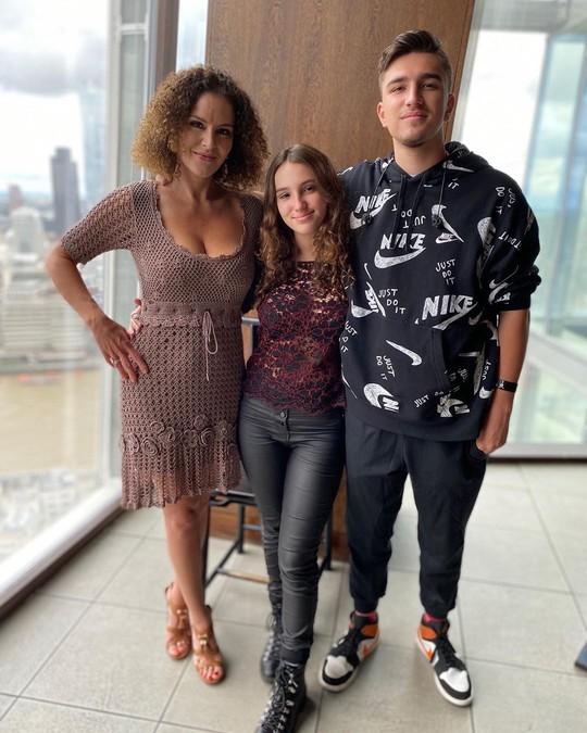 Флоранс и ее дети от Дмитрия Хворостовского - Нина и Максим