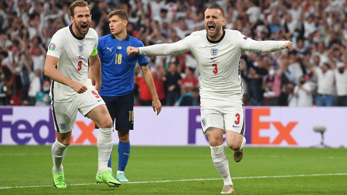 Харри Кейн в компании Люка Шоу празднует гол в финале Евро-2020. Фото: REUTERS